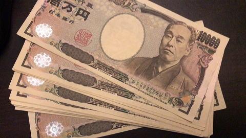 副業で年収50万円~100万円を稼...